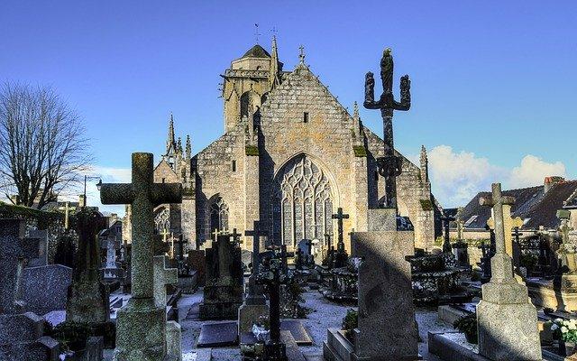 Britská pohřební služba provádí nízkonákladové kremace