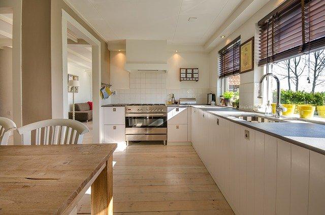 Správná kuchyňská deska vám ušetří starostí