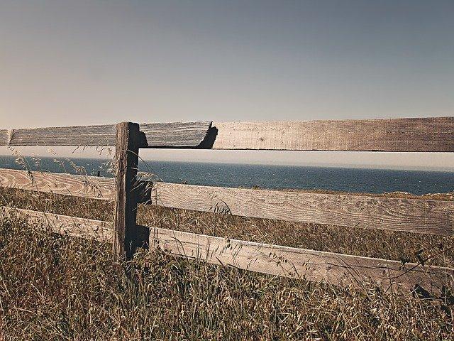 Jaké výhody má dřevěný plot
